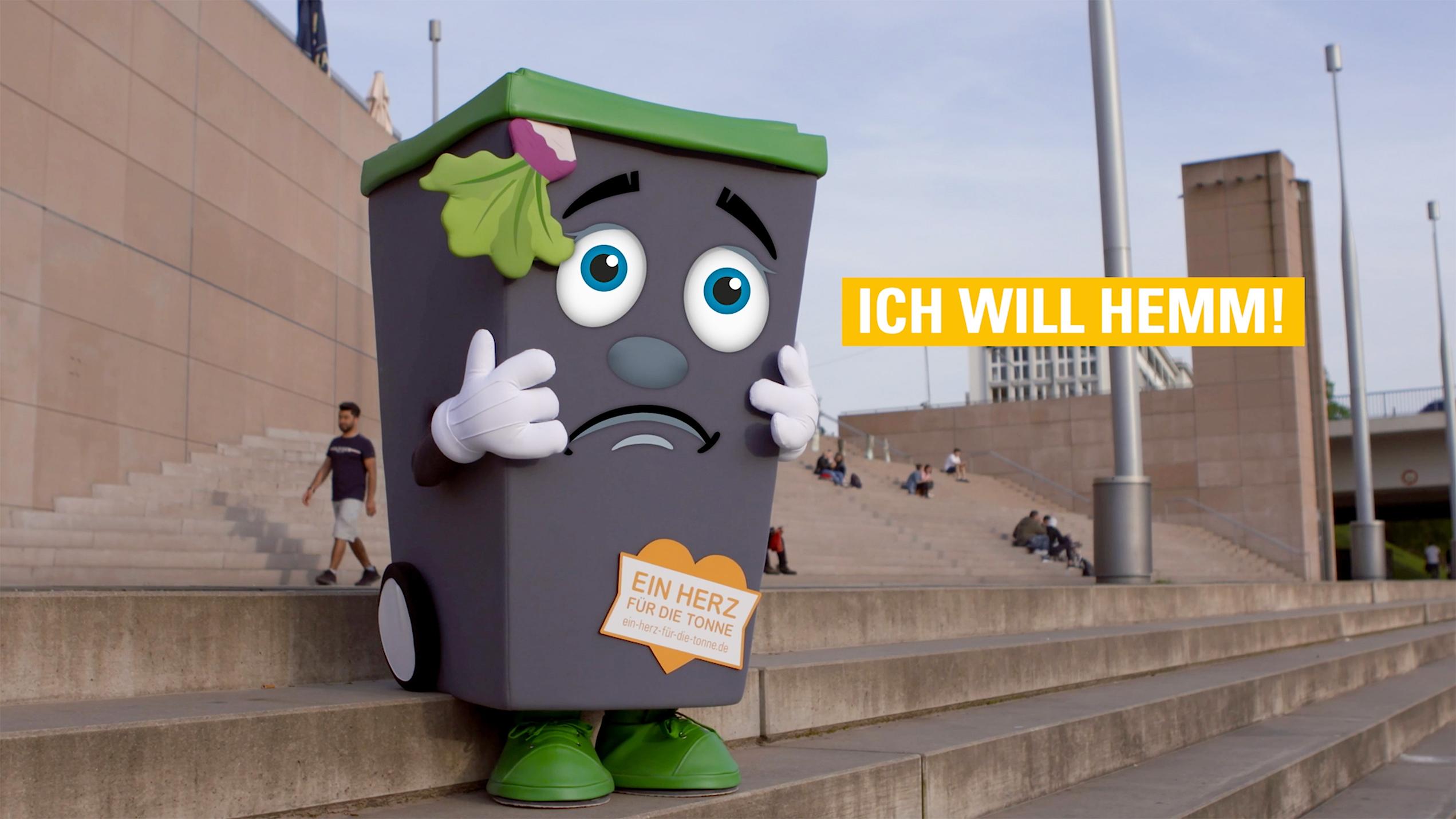 Screenshot Film TIBO Berliner Promenade traurig