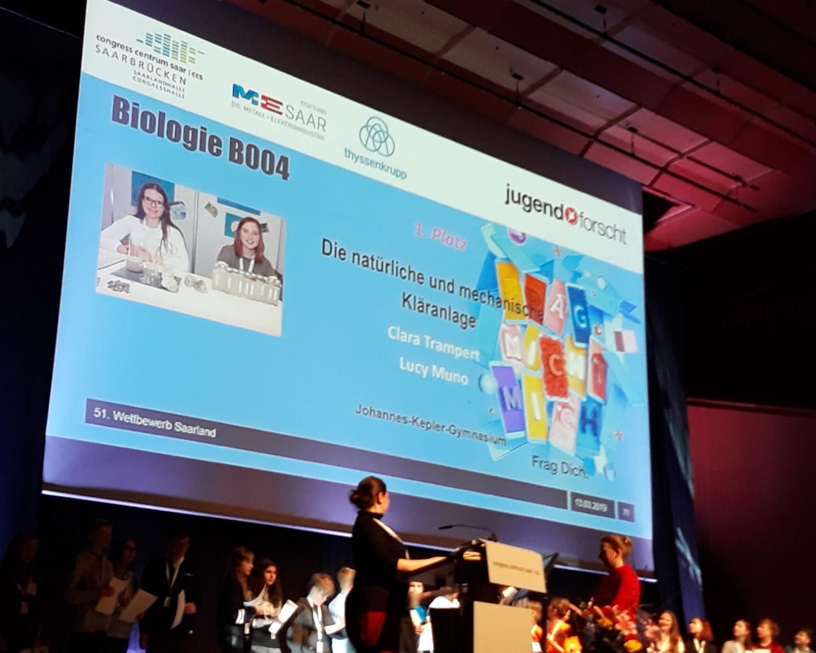 Schülerinnen gewinnen Wettbewerb Jugend forscht