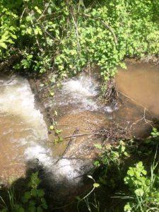 offen liegendes Kanalrohr