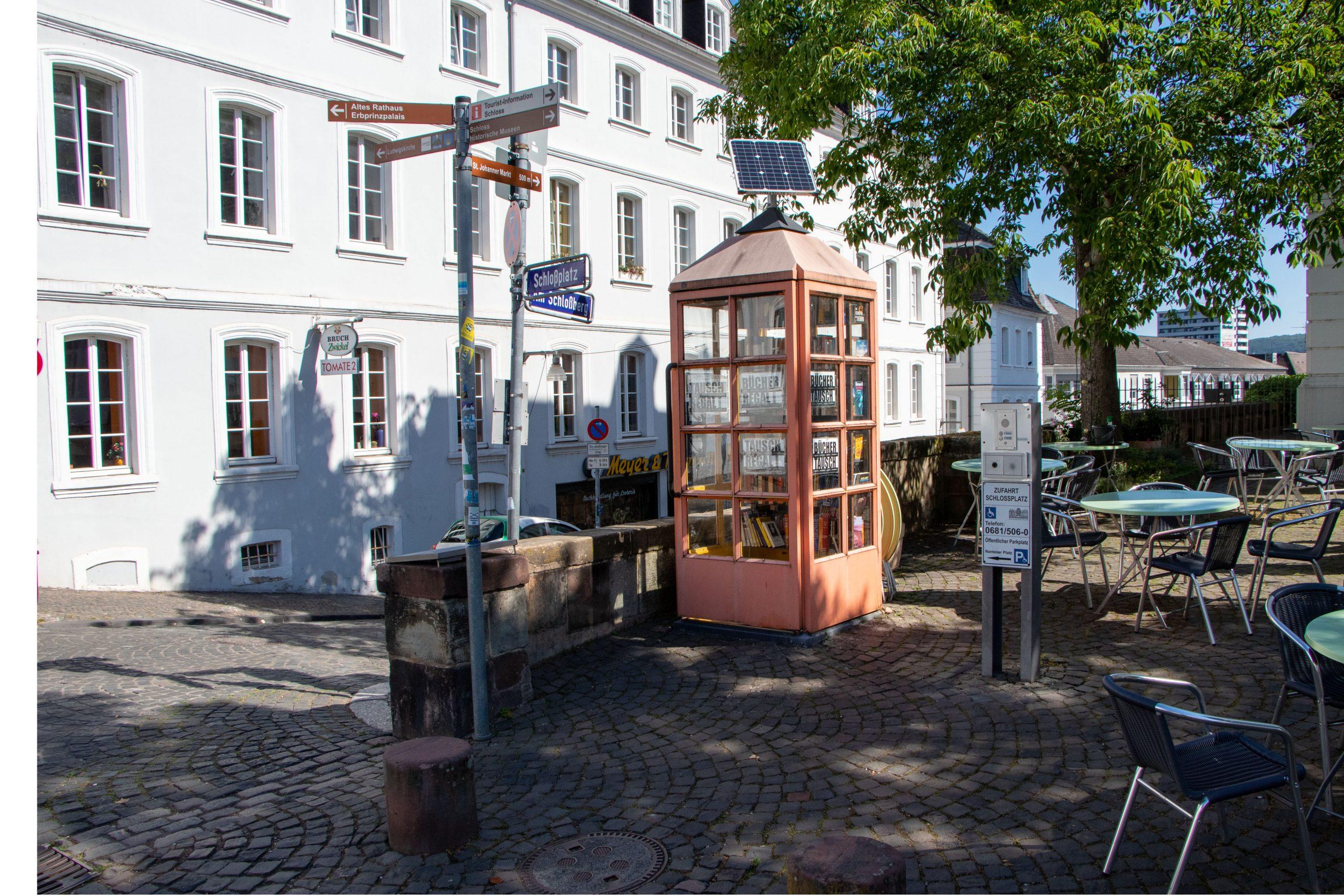 Bücherzelle am Schloßplatz in Saarbrücken